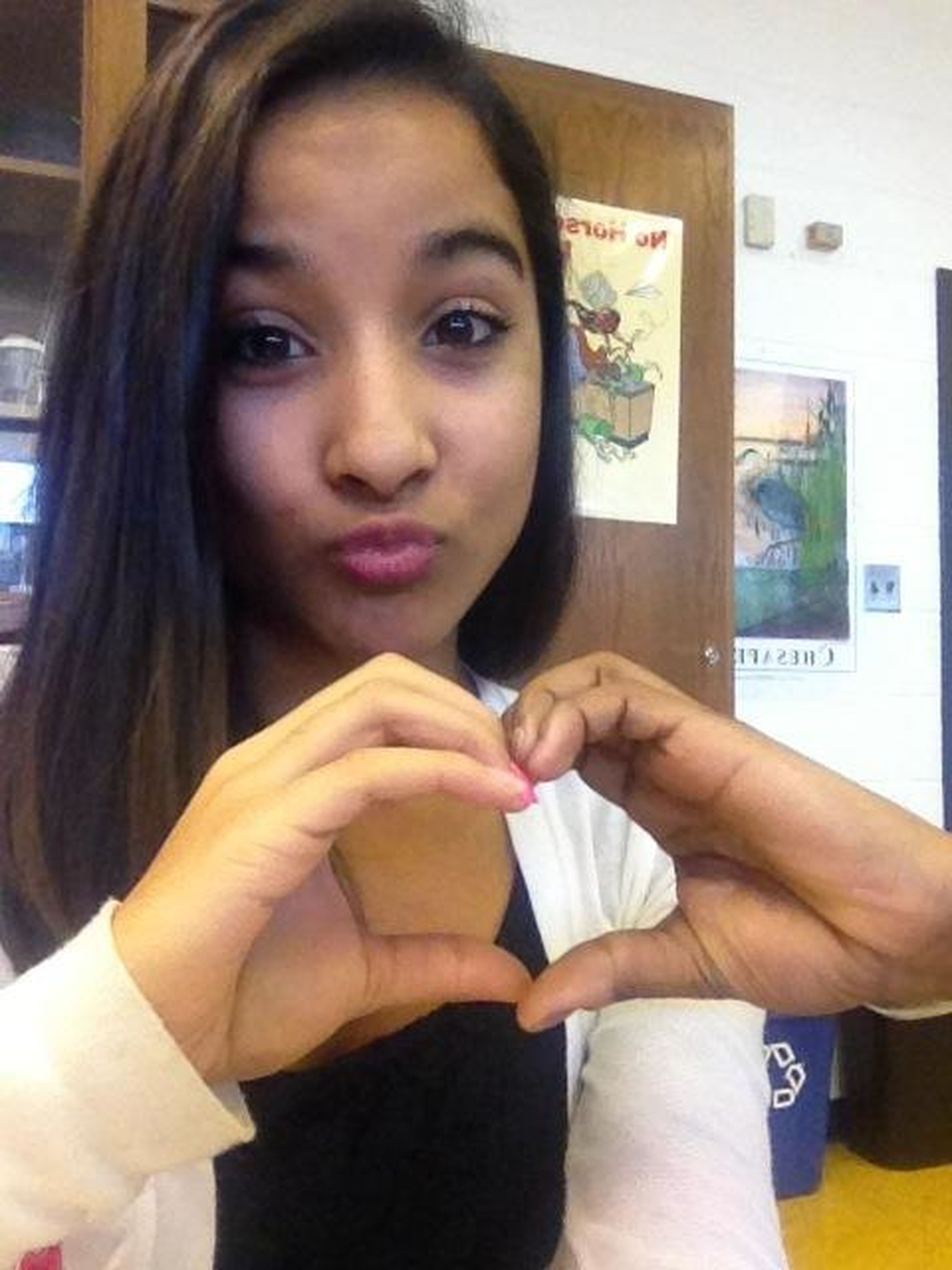 Happy valentines day to my girl Alexis that's her hand