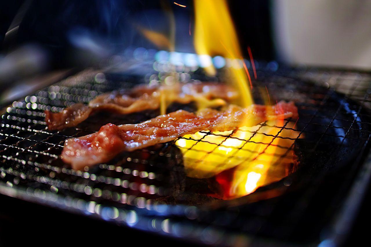 焼肉 Food And Drink Food Selective Focus Barbecue Freshness Preparation  Indoors  No People Close-up Night Metal Grate Meat 網焼き 七輪 肉