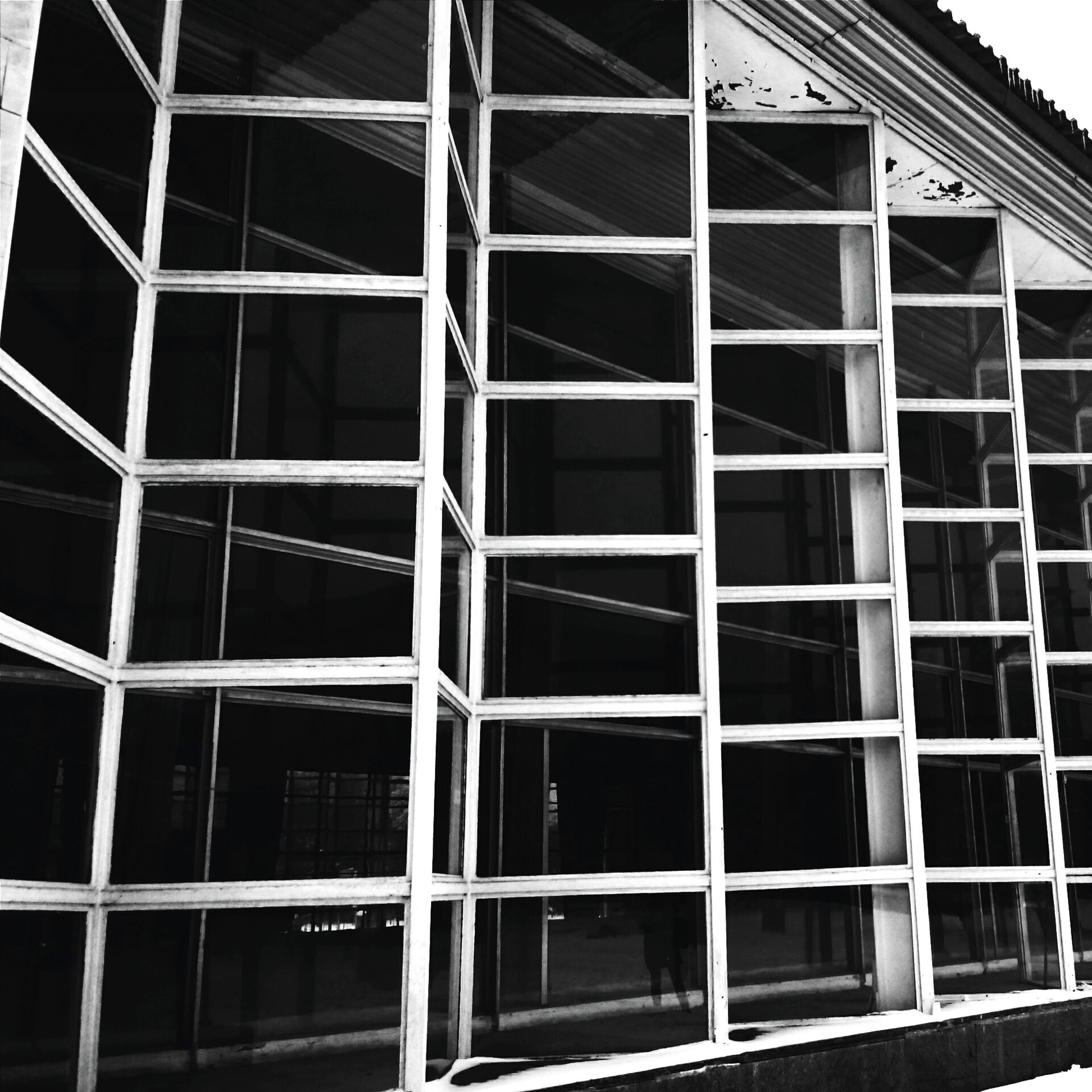 architecture, building exterior, window, built structure, glass - material, low angle view, building, residential building, reflection, residential structure, pattern, day, full frame, house, no people, city, modern, outdoors, repetition, facade