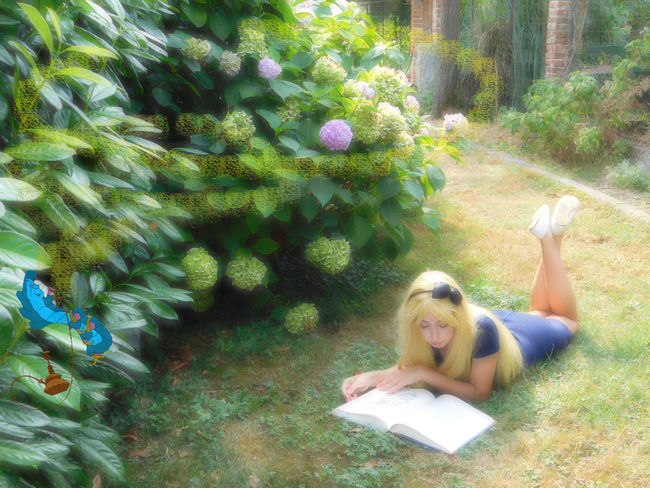 Doing for the Pivoine Dans les Cheveux's instagram page Creativity Creative Photography Capture Photography Photographer Full Frame Nature Photography Flowers Beauty In Nature Green Color Focus On Foreground Beauty In Nature Alice In Wonderland Aliceinwonderland Alicenelpaesedellemeraviglie Wonderland Amazing Fantasy Creative Shots Fantasy Edits Fantasy Photography Girl Beautiful Girl Beauty Garden