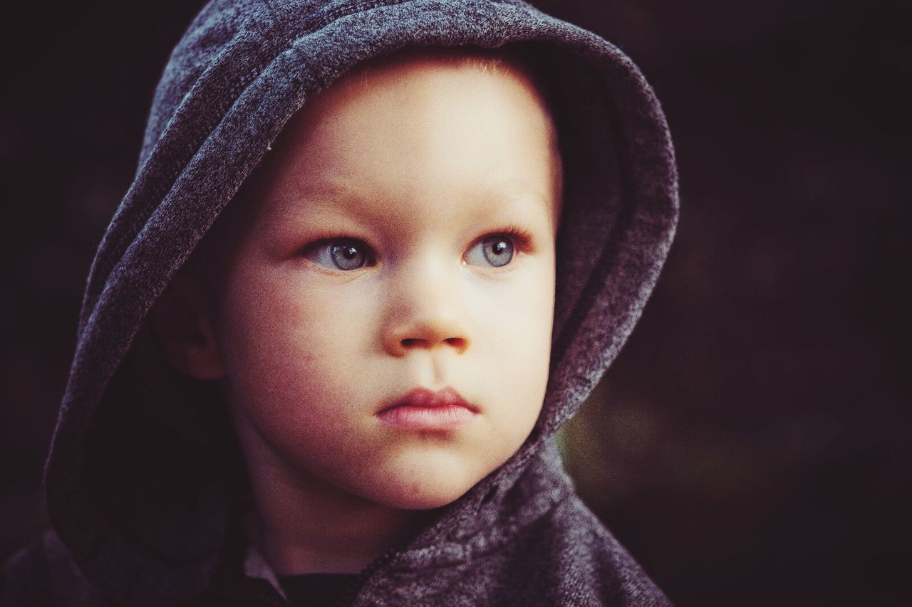childhood, portrait, looking at camera, close-up, headshot, hood - clothing, front view, one person, hooded shirt, wrapped, real people, child, children only, outdoors, day, people