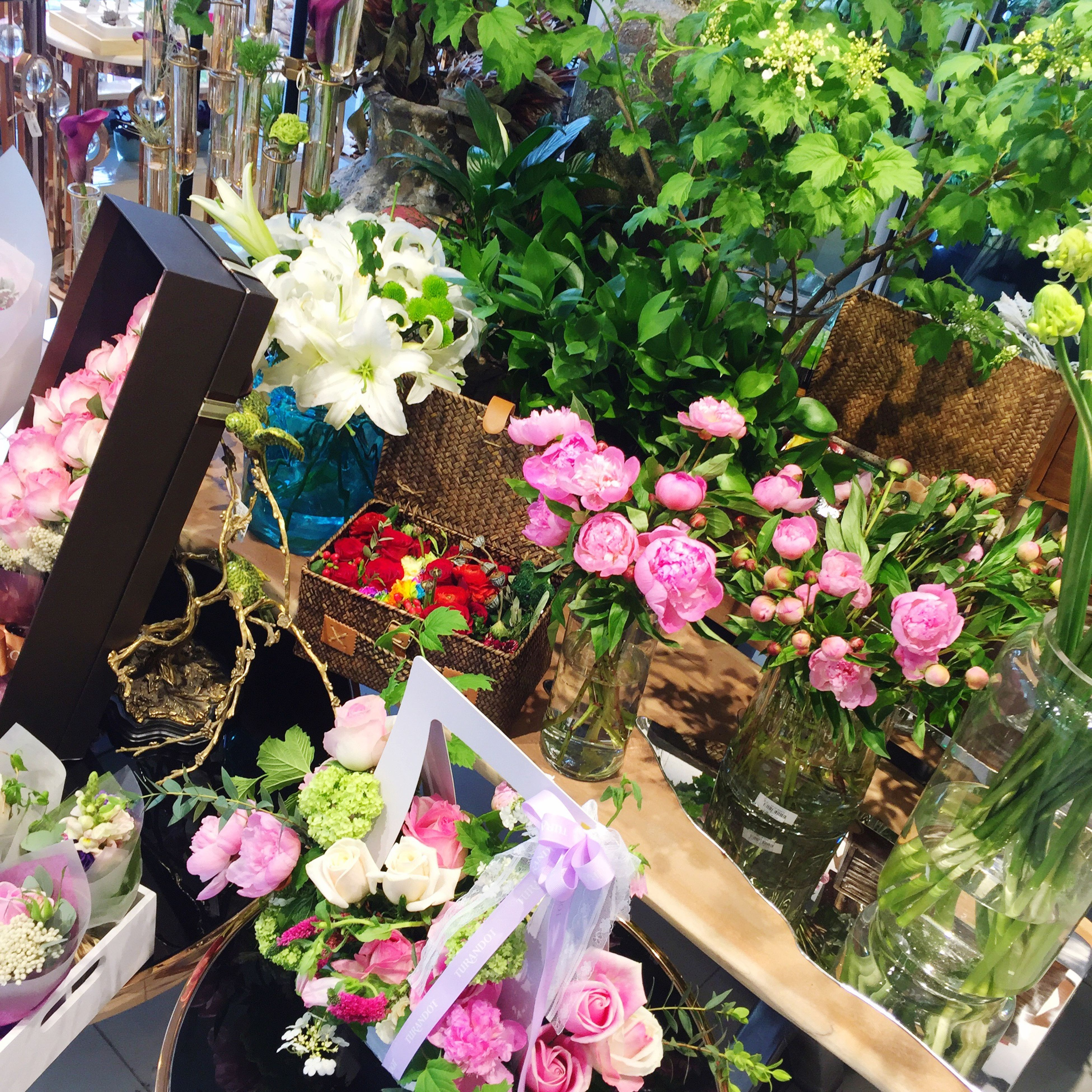 flower, freshness, growth, fragility, plant, potted plant, petal, variation, high angle view, beauty in nature, bouquet, bunch of flowers, leaf, nature, pink color, for sale, flower pot, abundance, blooming, no people