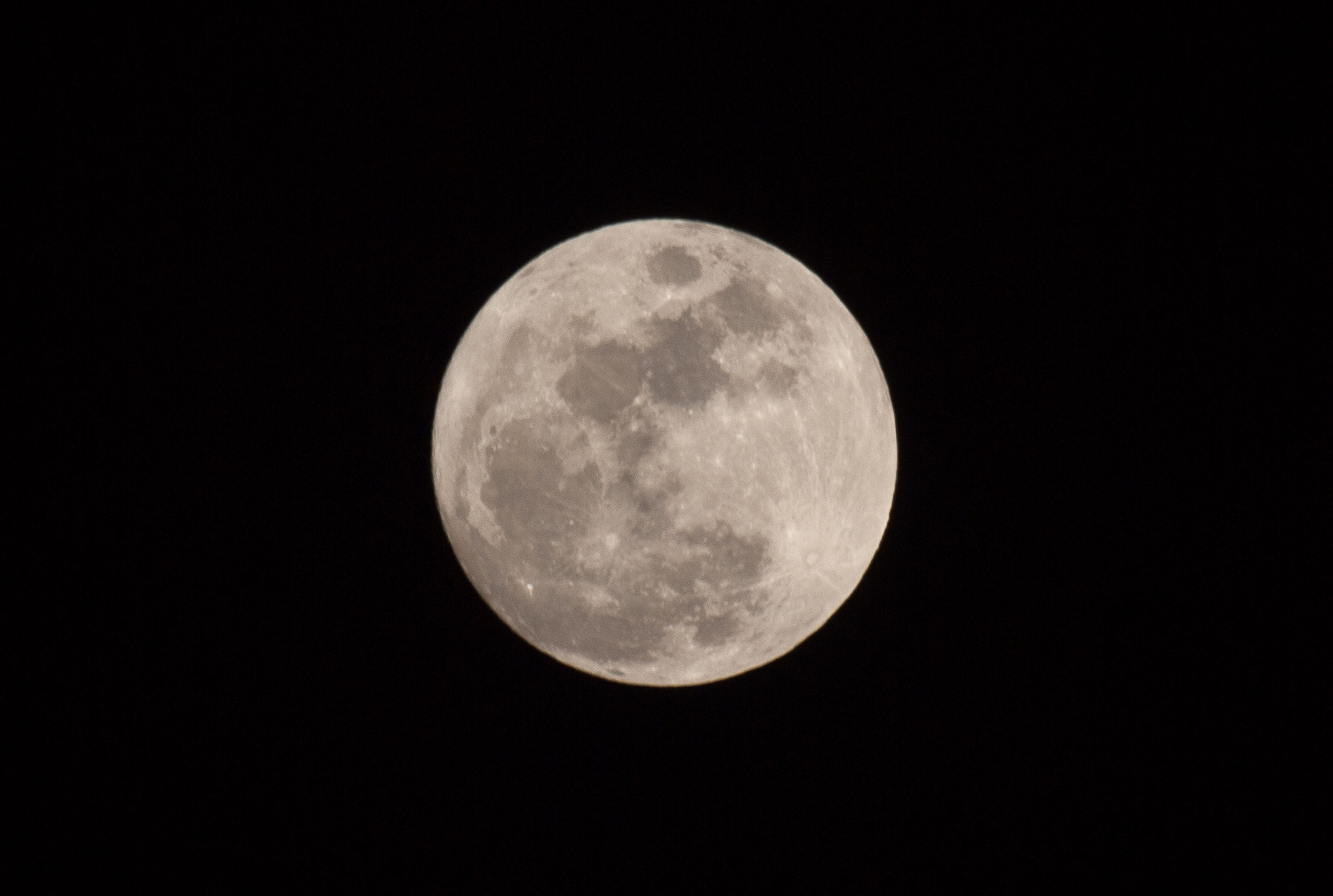 moon, astronomy, full moon, planetary moon, night, moon surface, beauty in nature, tranquil scene, tranquility, scenics, circle, discovery, low angle view, space exploration, nature, sky, sphere, copy space, majestic, dark