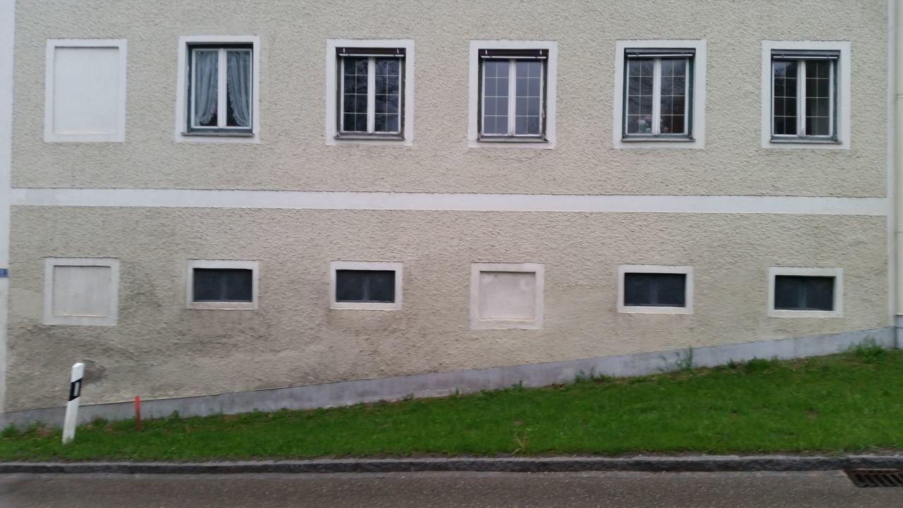 Building Exterior Architecture Window Built Structure Outdoors Day No People EyeEm Hello World Taking Photos Eyeem Photography Art Is Everywhere Gebäude Architektur Straße
