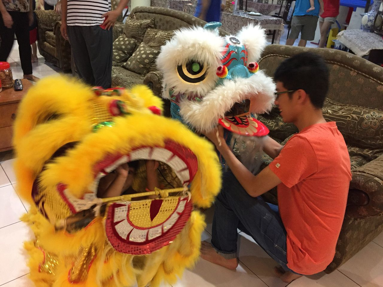 Mini lion dance performers tonight😄 Chinese New Year Chinese Culture Liondance People Festival Iphonephotography The Purist (no Edit, No Filter) My Photography Family Time Gathering At Home Cousins