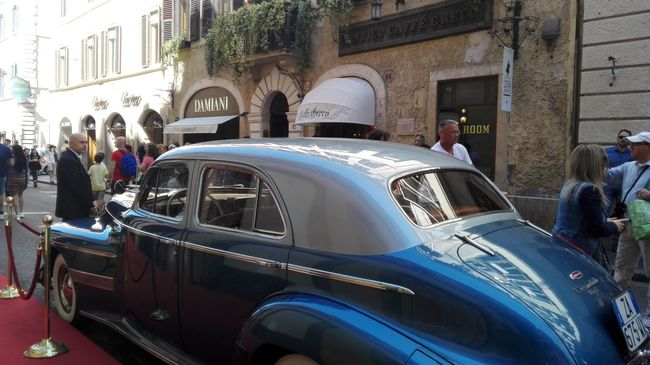 Live Love Shop Rome Italy Via Condotti Hello World Popular Photos Street Photography Streetphotography No Filters Or Effects Old Car Caffè Greco Rome Blue Color Street Portrait
