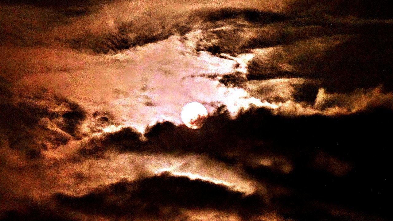 Moon Light Moon & Clouds The Moon Light And Shadow Silhouette EyeEm Gallery Outer Space Beautiful Cool Looking Hello World Overnight Success