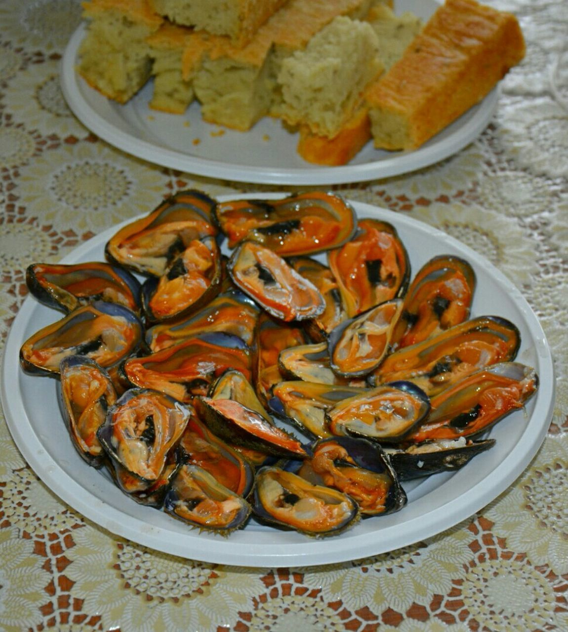 plate, seafood, food and drink, food, freshness, indoors, no people, mussel, ready-to-eat, healthy eating, serving size, table, high angle view, close-up, day