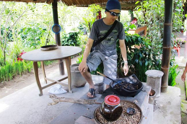 Kopiluwak Indonesia_photography Borneo Bali, Indonesia Love Weekend Making Coffee