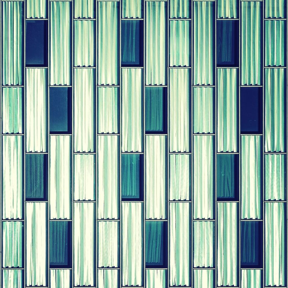 Triple poker | Póker triple Straightfacade Architecture Glass Urbanexploration