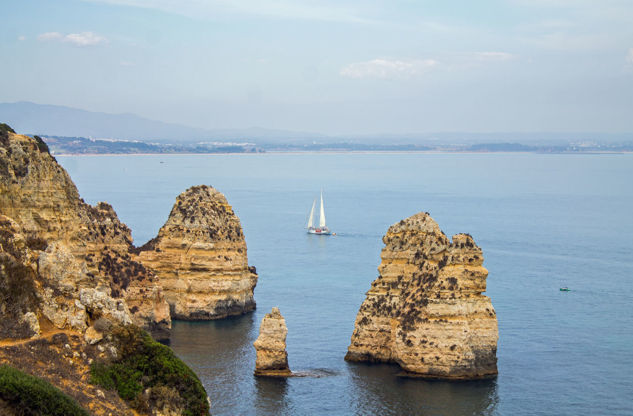 Algarve Barco Felsen Lagos Mar Meer Nautical Vessel Navio Outdoors Ponta Da Piedade Portugal Roca Rocha Rock Rock Formation Schiff Sea Segelschiff Ship Travel Destinations