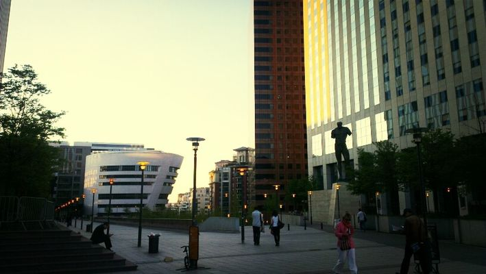 cityscapes at La Défense by Habib NANA