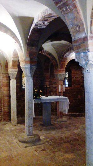 Cripta Colonne Capitelli Arch Indoors  Architecture Architectural Column Built Structure No People Day
