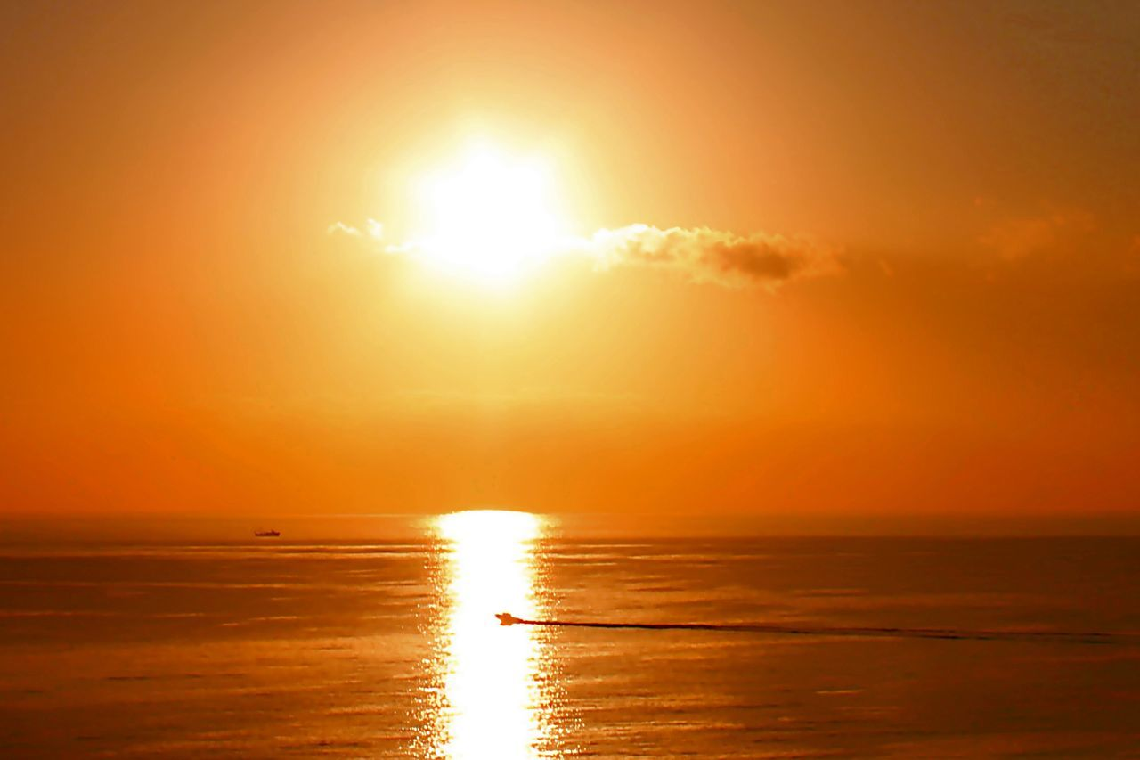 sunset, sea, sun, scenics, beauty in nature, sunlight, horizon over water, tranquil scene, orange color, lens flare, nature, water, reflection, tranquility, idyllic, sunbeam, beach, outdoors, sky, travel destinations, no people, day