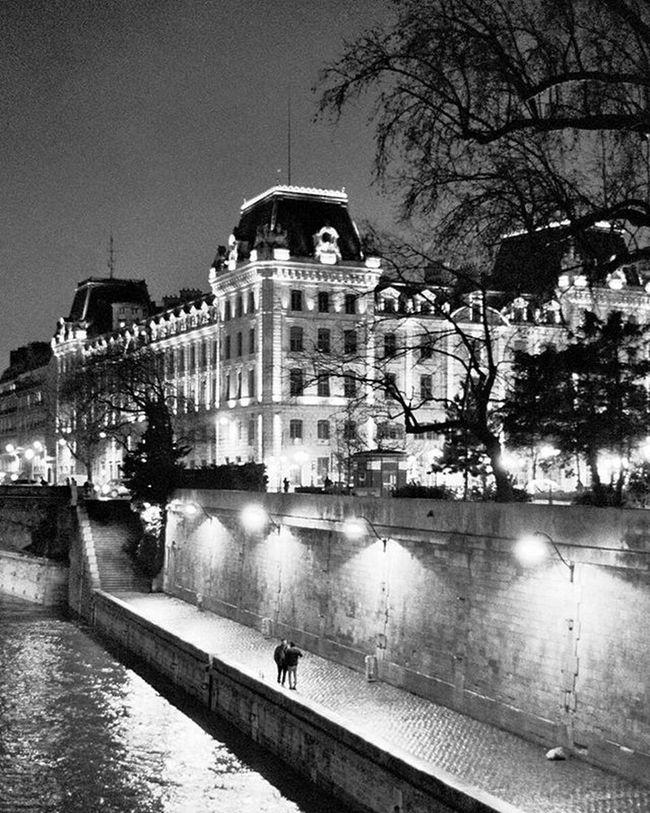 Paris Parisatnight Instaview Lonelyplanet City Instaparis Pf_bnw Pf_street Streetphotography Pf_landscape