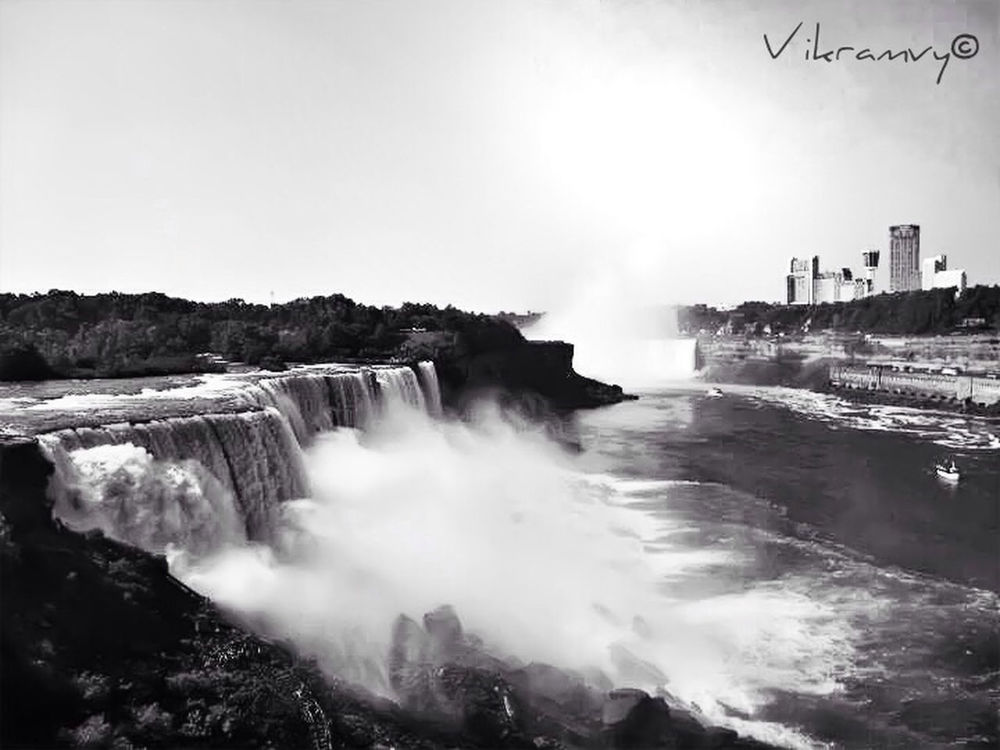 blackandwhite at niagara falls by Vik