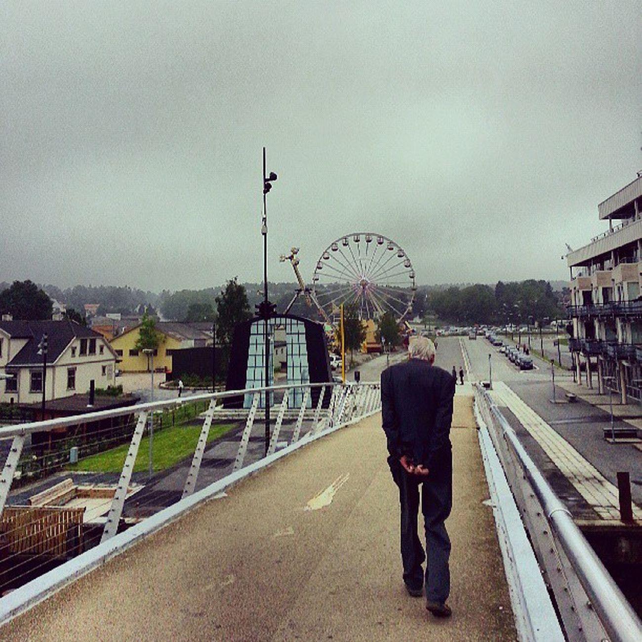 Fredrikstad Norge Noruega Norway Noria ThemePark ParqueDeAtracciones Viejo Anciano Old OldMan Bridge Puente Igers IgersOfTheDay BestOfTheDay IgersLasPalmas IgersLpa Instagramers