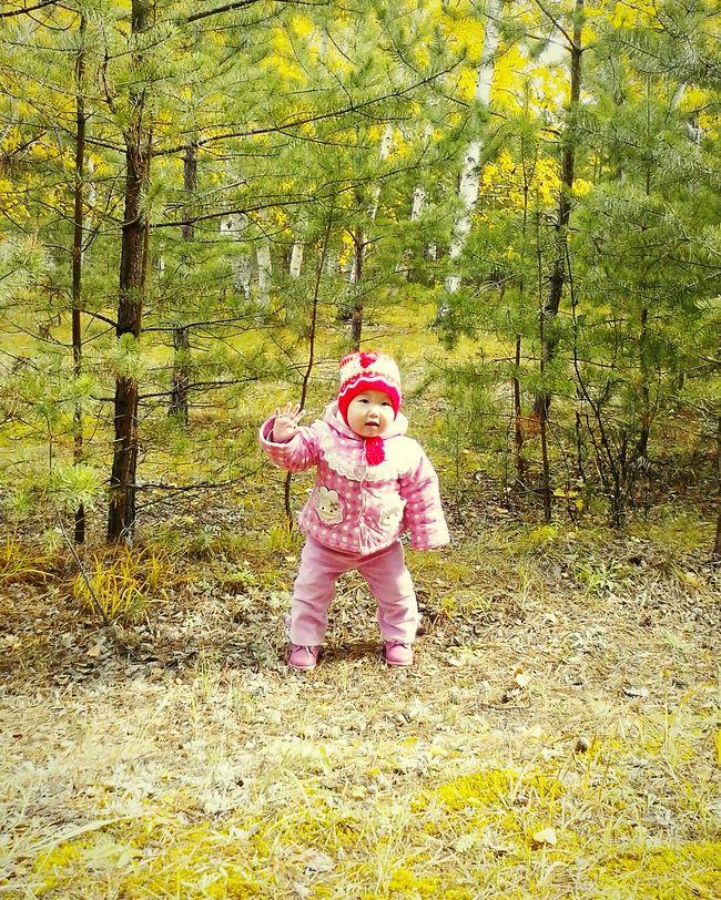 Первый поход в лес. Только научилась стоять Лес племянница нарана 1살 조카 숲 안녕 Привет Hi! 1년전 годназад