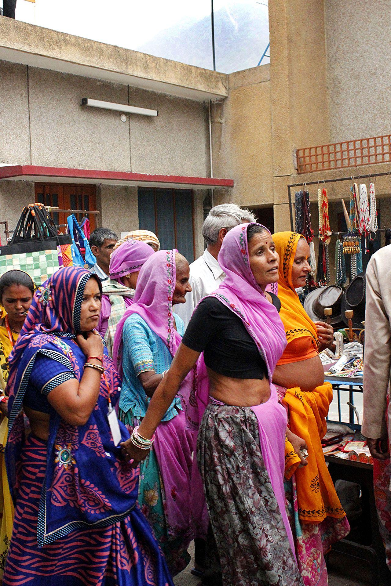 Indianwomen Sari Selfconfidence Strongwoman Wearingasari Women Womenofindia Womenrights