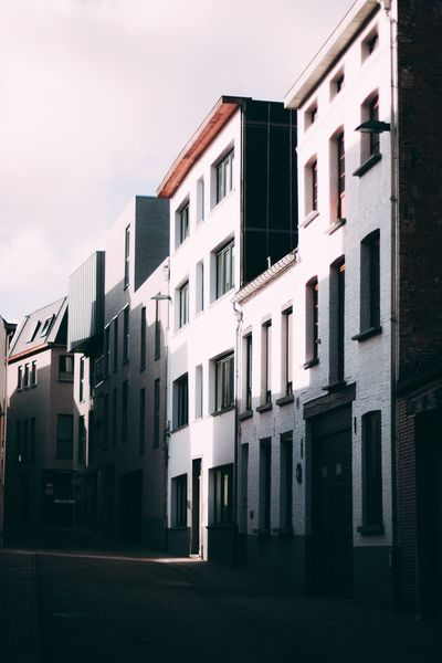 Building Exterior Architecture Window City Built Structure Residential Building Outdoors Row House No People Sky Housing Development Day Canon 70d Create Building Canon Architecture City Build Sun TeamCanon Canon_photos Architectural Design Architecture_collection EyeEm Gallery