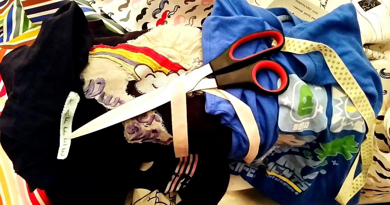 Tailored To You old T-shirts become bags. We have to save our Ressources Fashion Selfmade Artwork Selfmade The Mix Up EyeEm Gallery Best Shots EyeEm DIY At Home DIY Newcomer  Art ArtWork Creativity Nähen Tailoring Tailormade Tshirt Designer Fashionable New