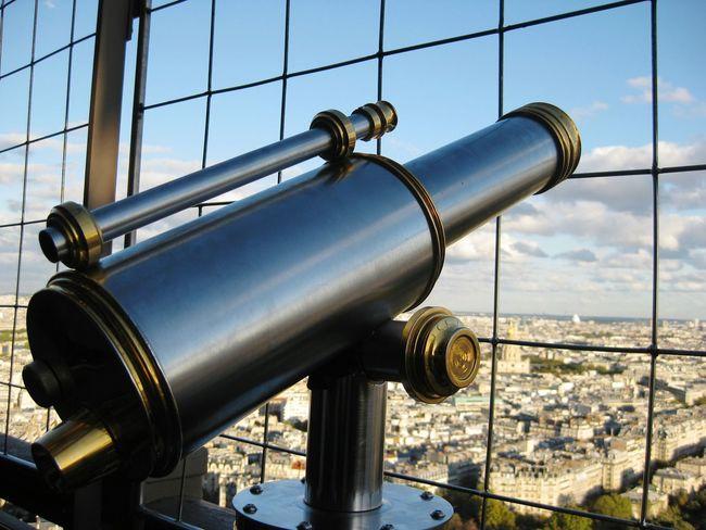 Seeing The Sights Paris Eiffeltower Eiffel Tower Eifel Tower Eifeltower Eifelturm Fernglas Beautiful Sight Enjoying The Sights Sight Sights & Views  Sightglass
