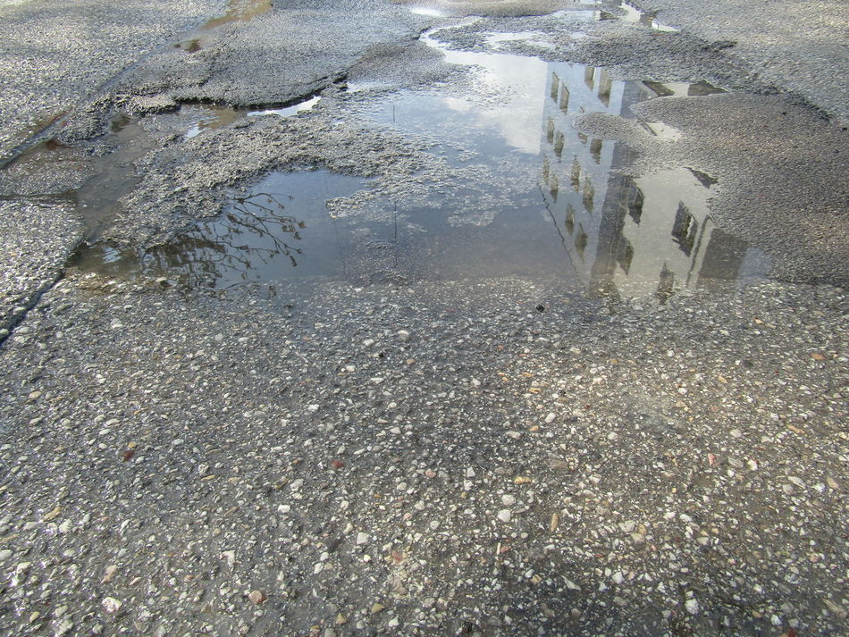 Street Straße Reflection Reflections Lacke Puddle Water Wet Full Frame Backgrounds Outdoors Wasser Asphalt Tarmac Vienna