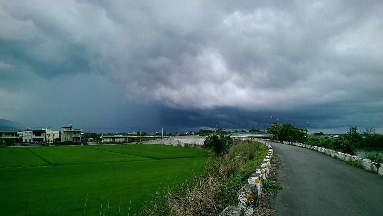 Rainy Is Coming Big Clouds Gray Sky Yilan, Taiwan Bridge Farms Green Green Green!