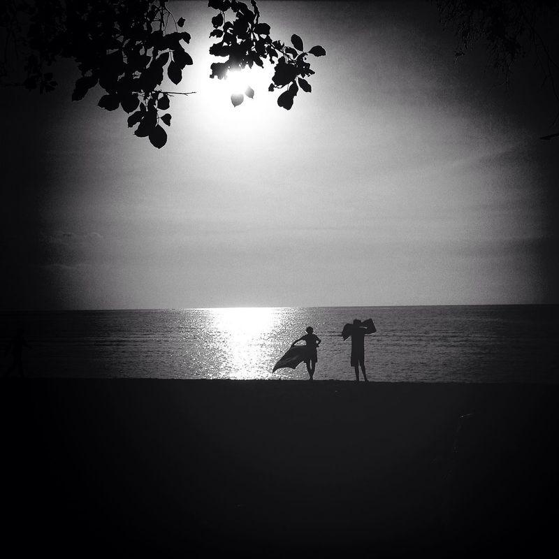 """""""Hasta que el inconsciente no se haga consciente, el subconsciente dirigirá tu vida y tú le llamarás destino."""" - Carl Jung. --- Fotografia: Fotojim  - Enjoying The Sun The Traveler - 2014 Eyem Awards Sunset"""