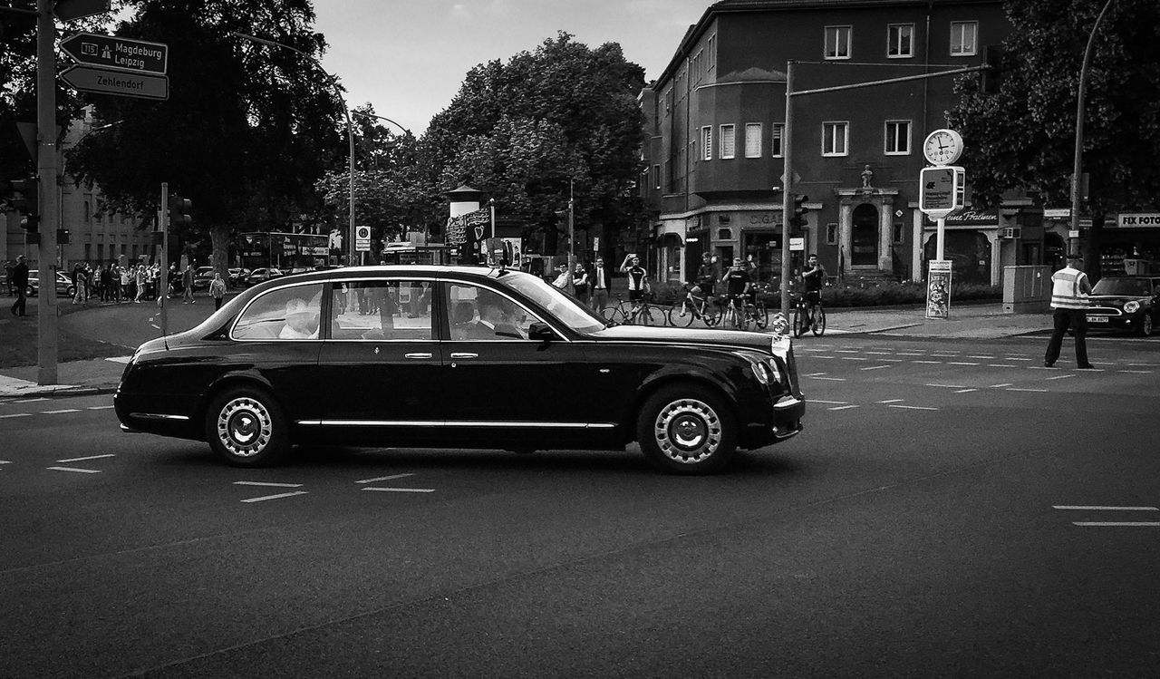 The Queen in Berlin 2015 2015  Berlin Besuch Besuchen Car City City Life City Street Elisabeth Great Britain Majestic Mode Of Transport Queen Rolls Royce Staatsbesuch Stationary Street The Way Forward United Kingdom Visit