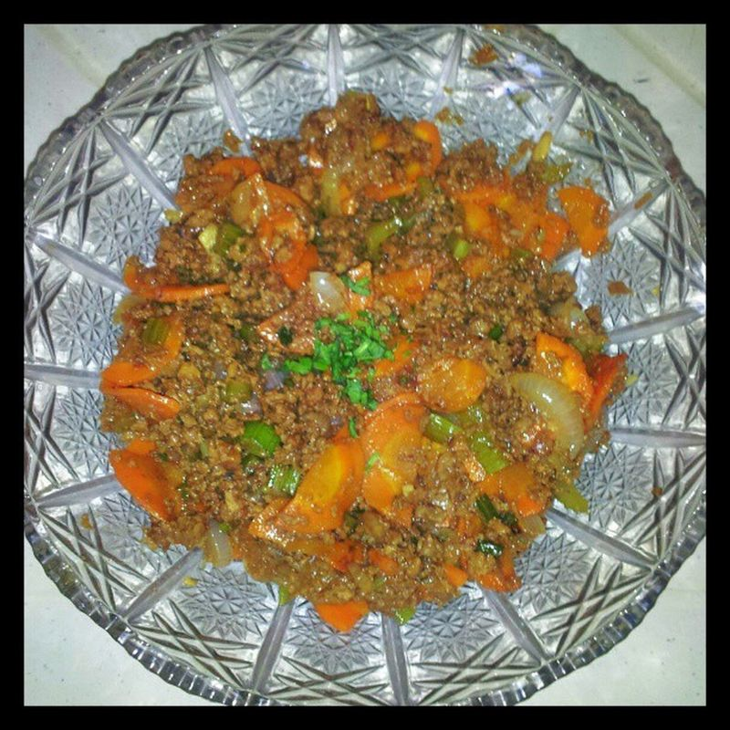 Ground beef with Mirepoix (culinary term for a mix of aromatic veggies:onion, celery and carrots). Mydish Jamieoliverfan Foodie Foodography fooddiary foodstagram foodgasm glutton yumyumyum delicioso