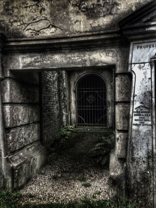 Built Structure Architecture Graveyard Beauty Mausoleum Graveyard Collection Graveyard Sandies Cemetaryscape Cemetery_shots Cemetery Tunnel View Entrance Haunted Hauntingly Beautiful