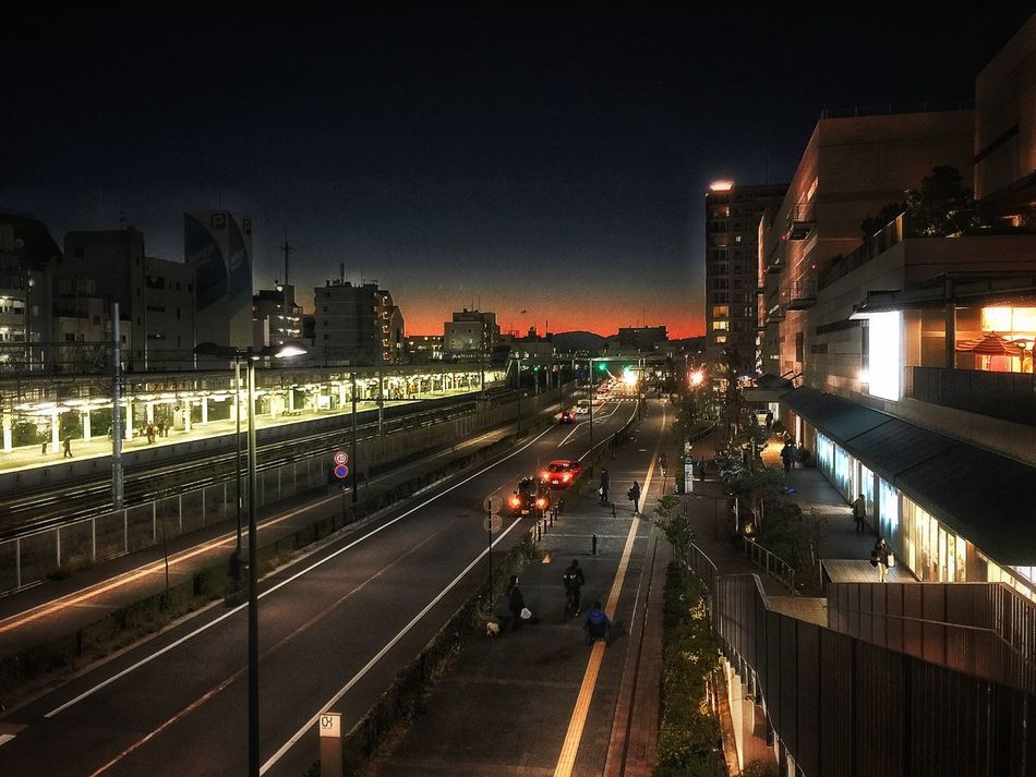 もう少し早ければ…もっと綺麗な夕陽が拝めたかな。 Public Transportation EyeEmBestPics Sunset Sunset Silhouettes Relaxing Enjoying Life テラスモール湘南 今日 も 気合い で 乗り切るべし