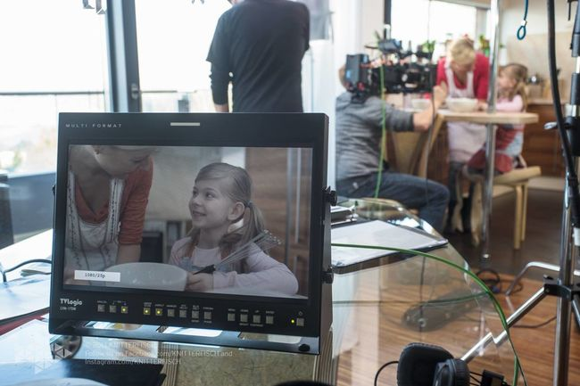 my view on directors screen--- life on set filmset behind the scenes buissnes woman Director filmmaker mompreneur Setlife knitterfisch Knitterfisch