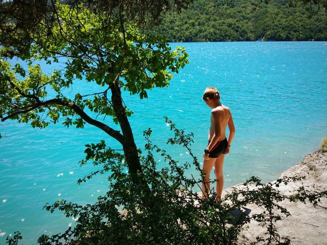 Au bord du lac. Blue Water Lac De Serre Ponçon Lac Outdoor Photography Summer2016 The Essence Of Summer Enjoying Life Mountain View Natation  Mountains Landscape_Collection EyeEm Best Shots Summer Young Model