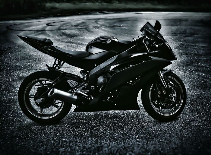 Time to park the car and start enjoying some of this cooler weather B&w Street Photography Yamaha Sportbike Yamaha R6 Enjoying Life Getting Inspired From My Point Of View EyeEm Best Shots - Black + White Bnw_society EyeEm Best Edits Darkness And Light Eye4photography  Black And White Collection  Hdr_Collection EyeEm Gallery Check This Out Masters_of_darkness Eyemblackandwhite SportBikeLife For The Love Of Black And White
