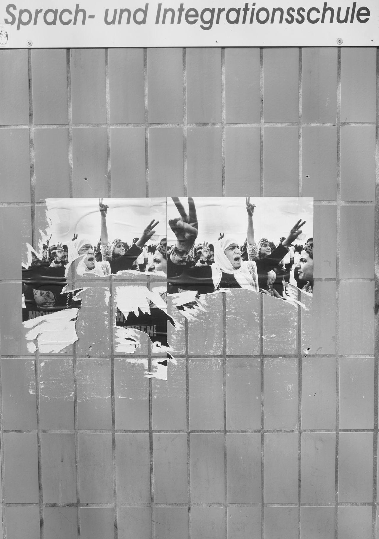 Blackandwhite Integration Migration Monochrome No People Poster Revolution Schule Text Wall Zuwanderung