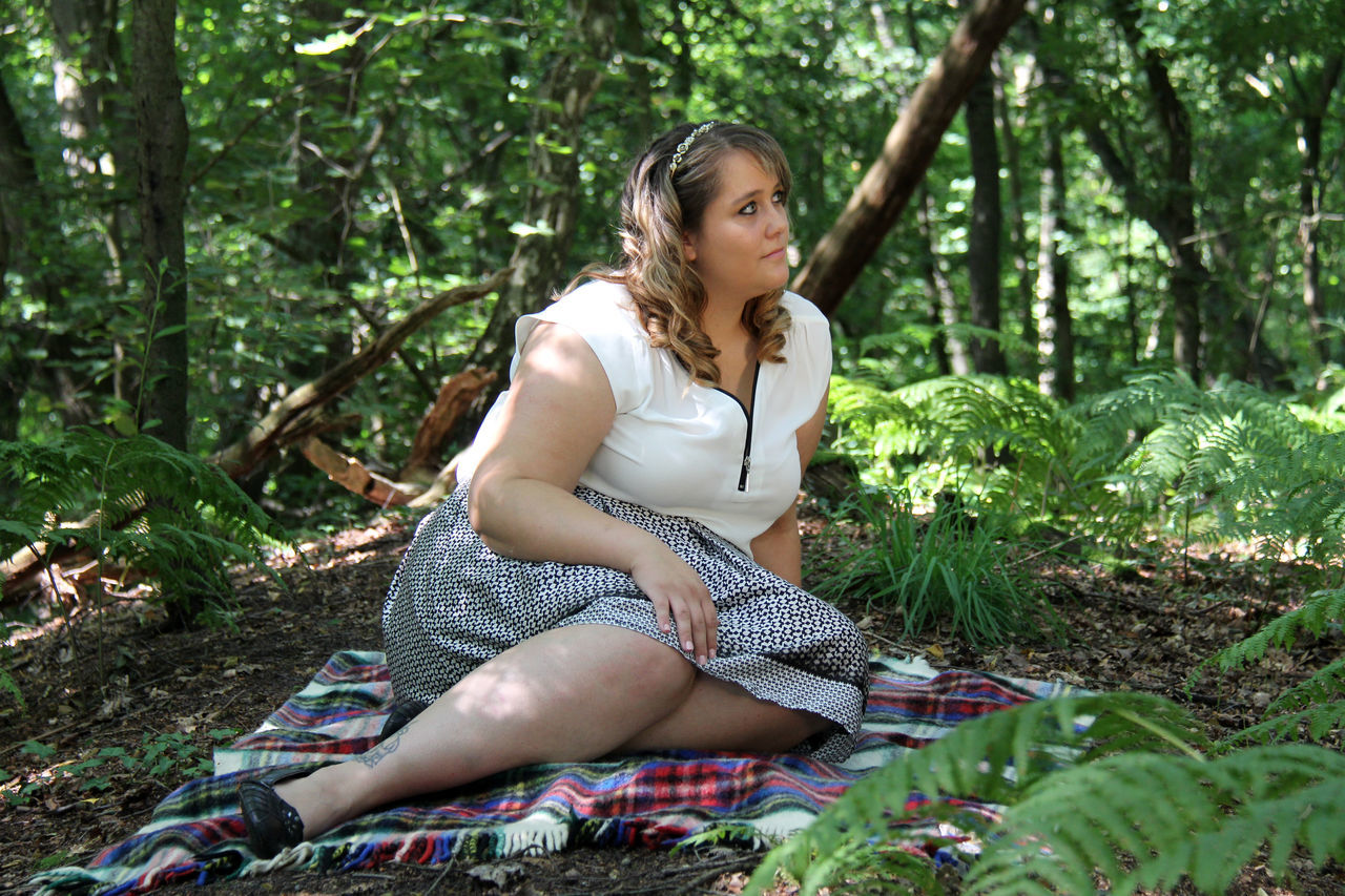 Adult Beauty Curvy & Beautiful Curvygirl Curvyisthenewsexy Forest Forestwalk Not Urban Landscape One Woman Only One Young Woman Only Outdoors People Picknick Picknick Im Wald Plus Size Fashion  Plus Size Germany Plus Size Model Plus-size-model Plussizebeauty Plussizefashion PlusSizeModel Sitting Tree Young Adult Young Women