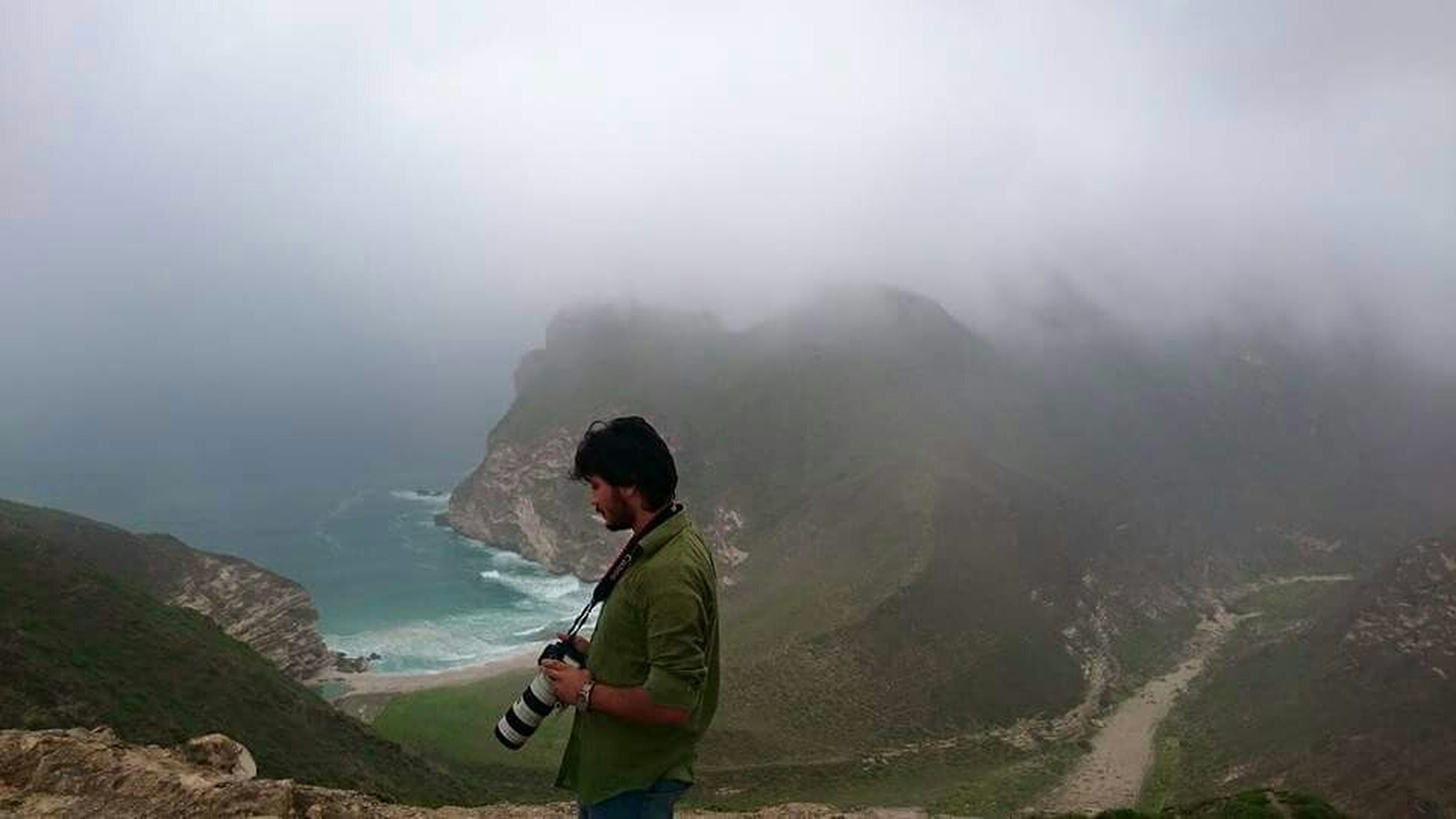 lifestyles, leisure activity, fog, young adult, mountain, casual clothing, full length, foggy, young men, beauty in nature, nature, scenics, rear view, standing, tranquility, men, person, vacations
