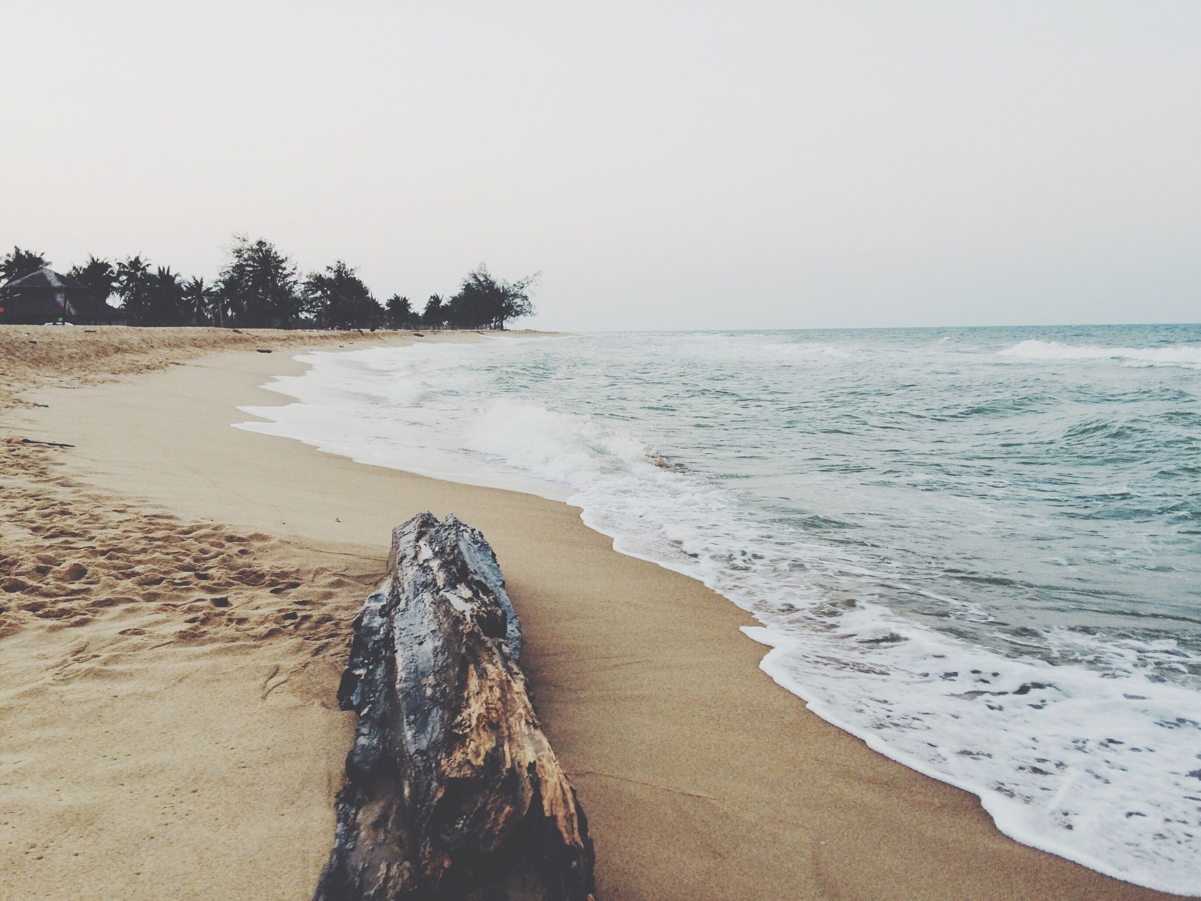 beach, sea, sand, horizon over water, shore, water, clear sky, tranquil scene, tranquility, scenics, beauty in nature, copy space, nature, wave, coastline, surf, idyllic, sky, remote, outdoors