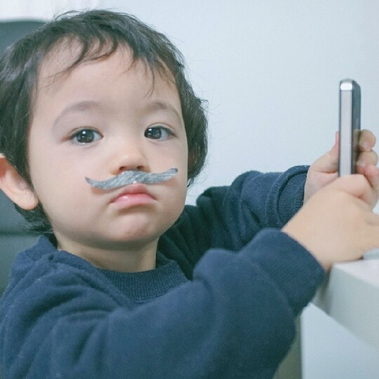 Dek Aldi sebelum photo session (Aldi before photo session) Cute kid and his Gadget III .. This is my mission for Seraveecotd Cotdindo Cotd Contest by @seravee.id x @cotd.indo . . Mau menangin iPhone 5s Gold ga guys?? Ayo check @cotd.indo sama @seravee.id buat join Seraveecotd contest ???