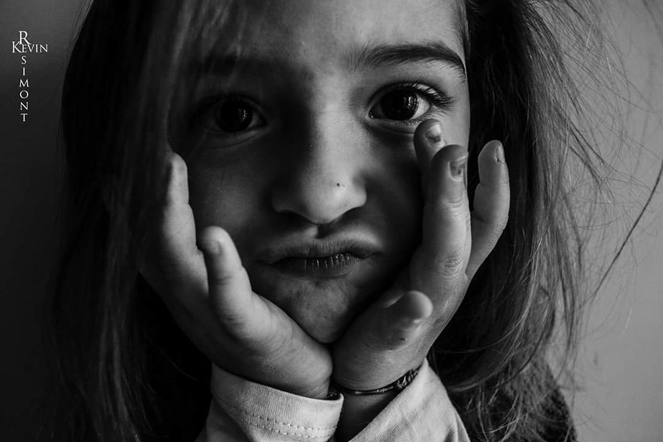 Hello World Noir Et Blanc Beauty Photography Photos Photographe Portrait The Portraitist - 2016 EyeEm Awards Cheese! Enfance ! ❤ Enfants Grimasses!!!