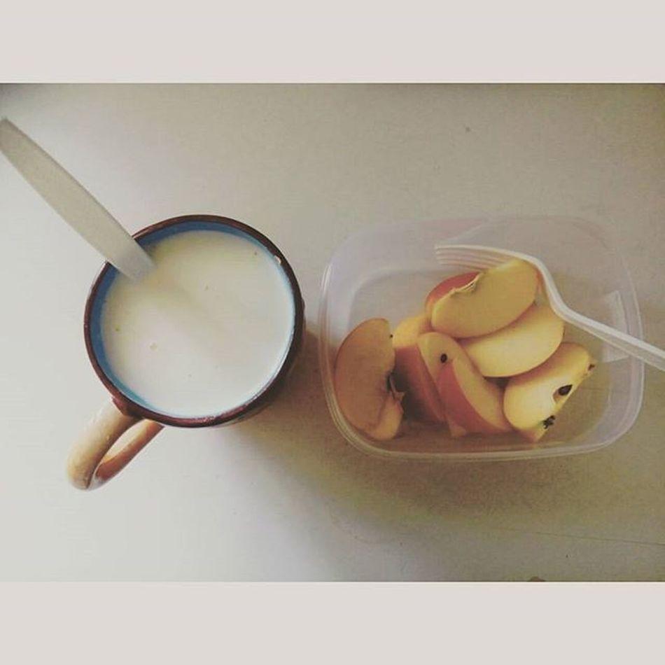 Sebab sy lapar.. emmm 😕😐😕😐😮 Evening Randomawesomes Quelyed Epal Susudutchlady Milk