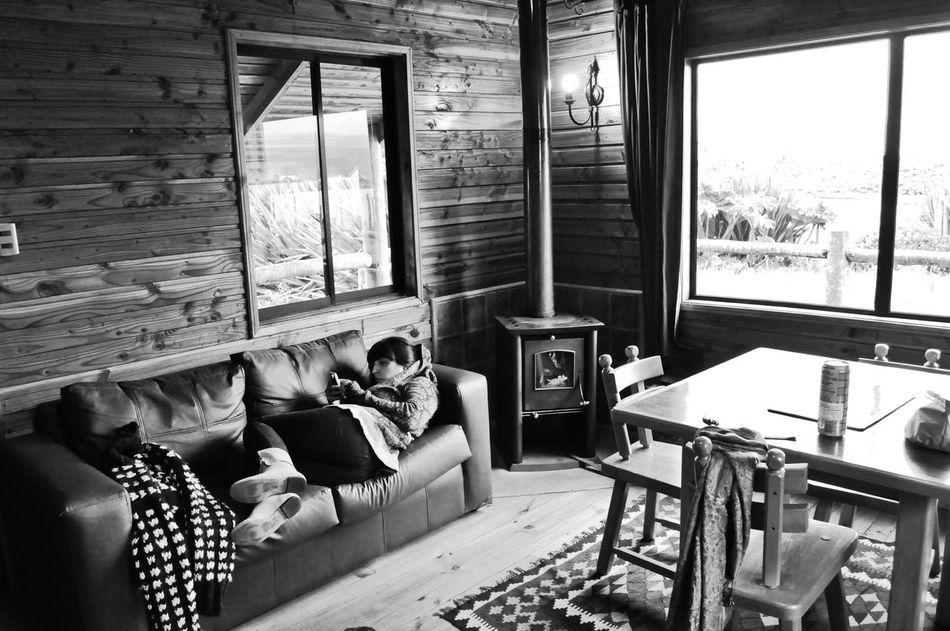 Nuestra hermosa cabaña a orillas del lago Huelde Blackandwhite Monochrome Refugee