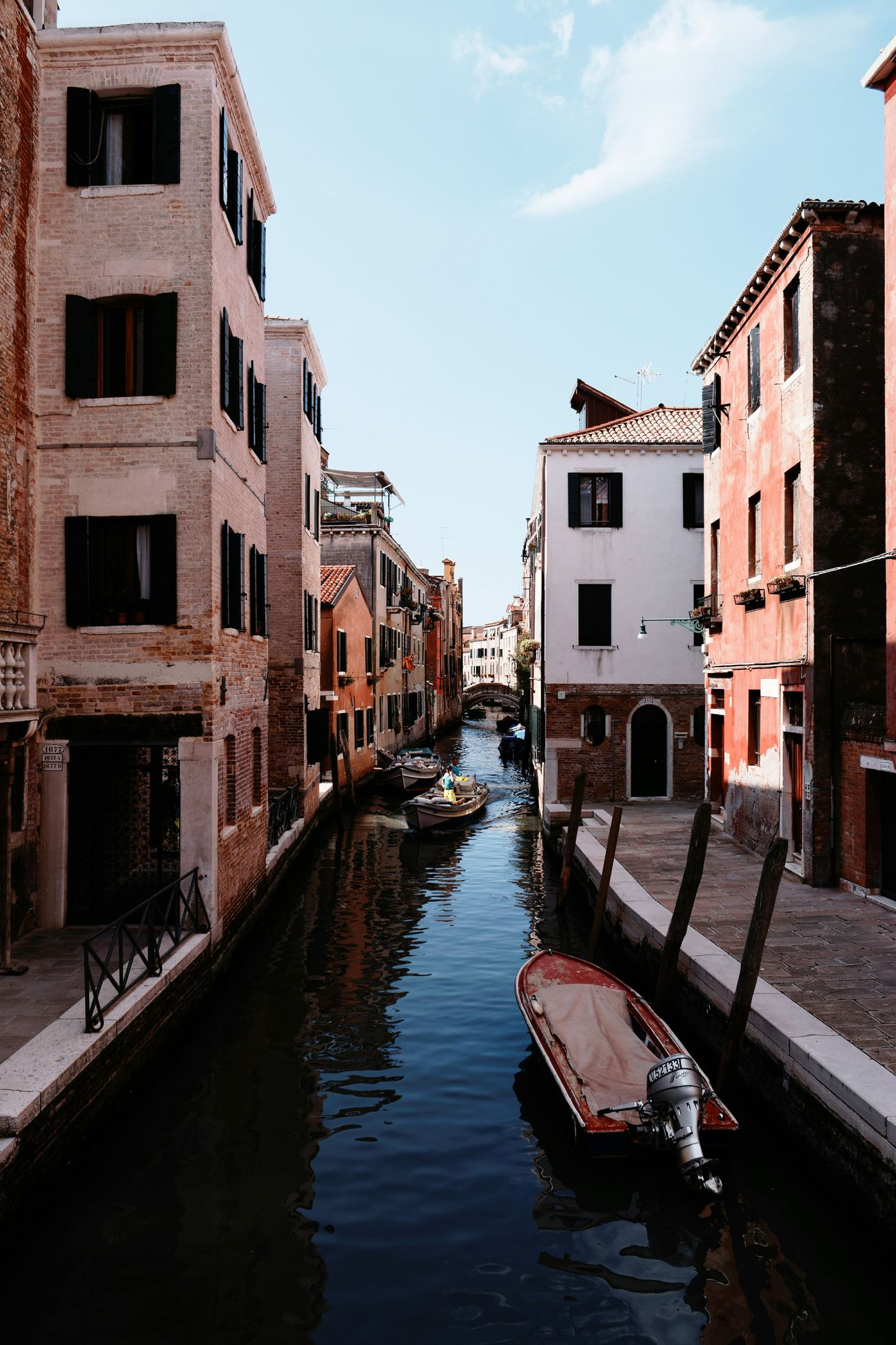 Venice.. city of canals Italy Water Canal Reflection Building Exterior Outdoors Architecture Flood Gondola - Traditional Boat Sea Life VSCO Vscophile Adventure Photography Photo All_shots Vscocam VSCOPH Kodak The Street Photographer - 2017 EyeEm Awards