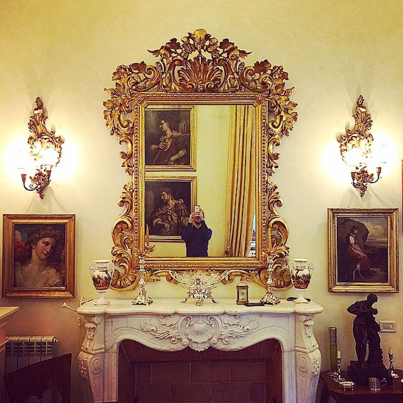 nella casa || specchio riflesso