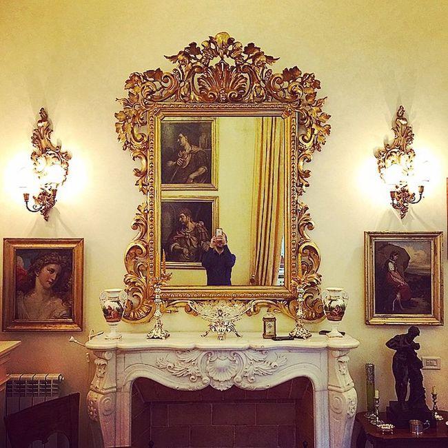 nella casa    specchio riflesso