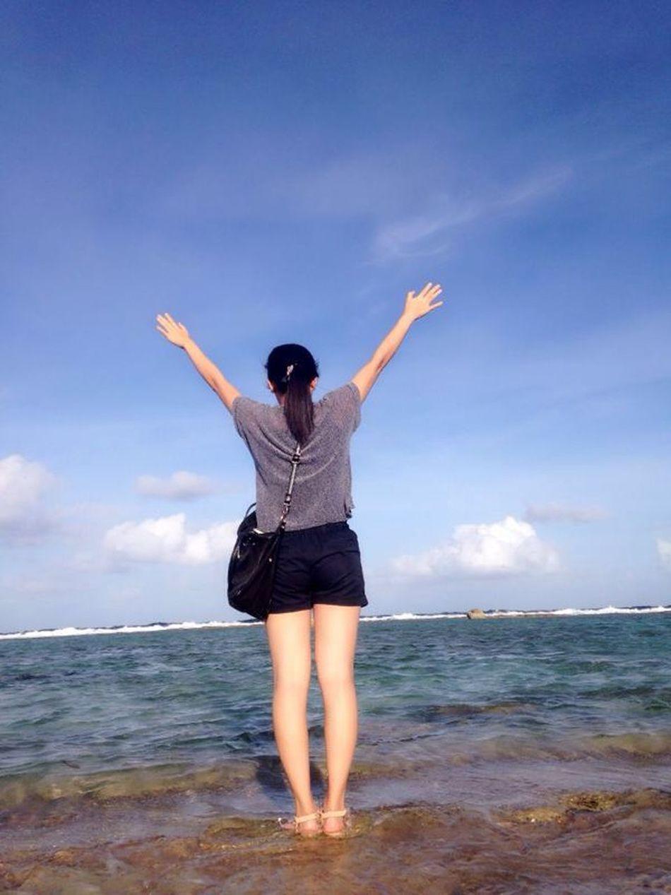Tinian 开着颠阿颠的越野车到了海边 看到了太平洋 风景真的很美 风也很大 好舒服呀❤️
