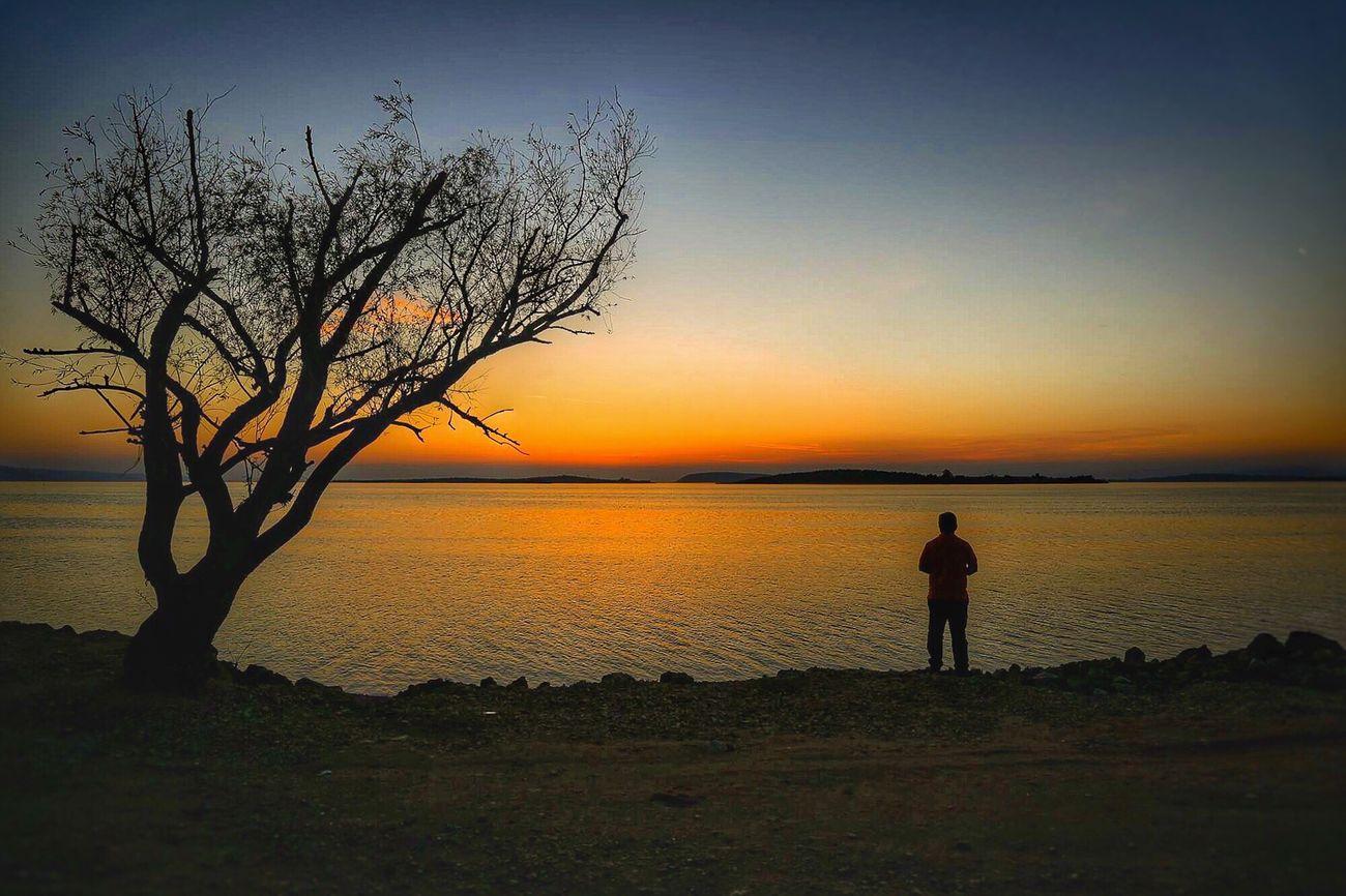 Yalnızlık... Sunset Silhouette Nature Instalike #4love Follower Summer Photograph Gulumseaska Fotografheryerde Fotografia Suretialem Photooftheday