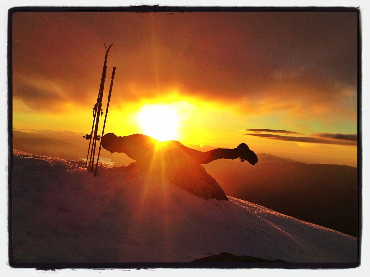 #planking Primaveral? #esquídemontaña #skimo #skimountaineering #Peñalara  #dynafit #mountain #ilovemountains #training #gasss #DynaTour #Ascent #Regram #skinning #Dynafitting #SuuntoAmbitions #primavera #spring
